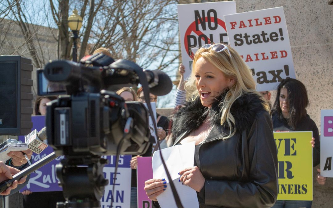Stormy Daniels makes brief Illinois Capitol appearance